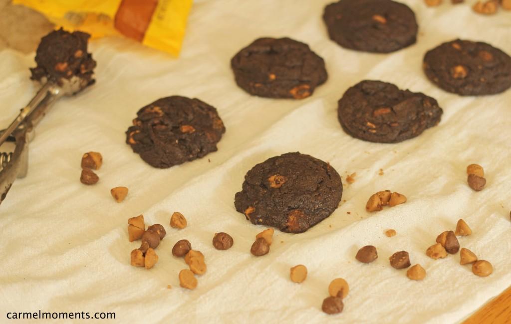 Dark Chocolate Peanut Butter Cookies | gatherforbread.com